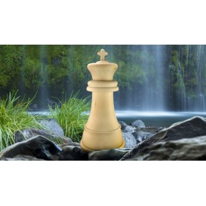 High Quality German Wooden Cremation Ashes Urn - THE KING - Chess Piece Design