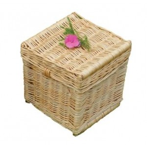 Creamy White Wicker / Willow Traditional Wellsbourne Cremation Ashes Casket.